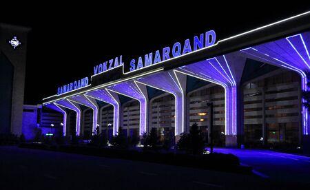September 25 2019 - Samarkand, Uzbekistan: Impressions of railroad station Reklamní fotografie - 135503487