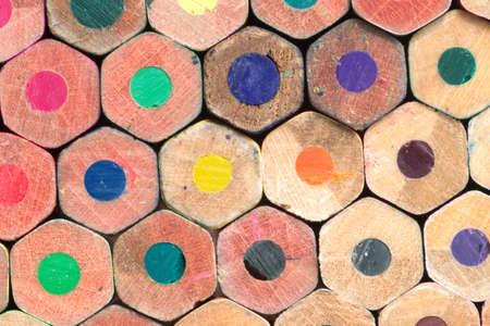 grafite: Molti di testa termina matite colorate primo piano