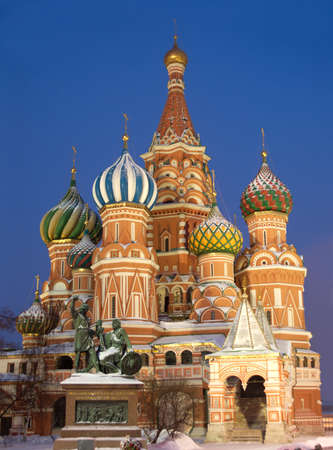 st basil s cathedral: St  Basil s Cathedral on Red Square in Moscow Russia winter night view