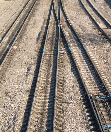 the switch: Paesaggio con molti binari della ferrovia e interruttori