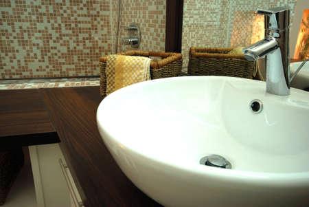 lavabo salle de bain: les d�tails de salle de bain d'une nouvelle maison moderne