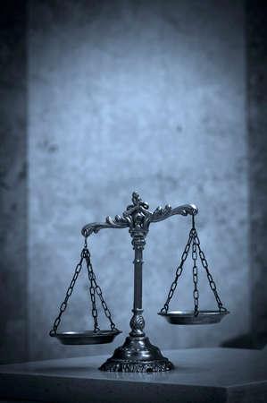 derecho penal: S�mbolo de la ley y la justicia, el derecho y la justicia concepto, el tono azul