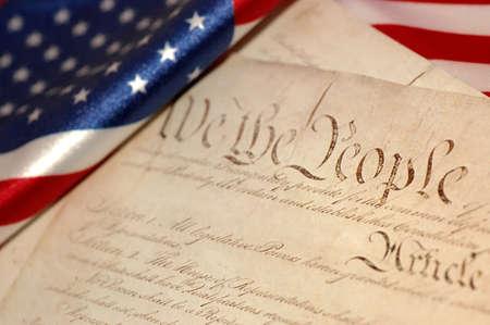constitucion: Constitución de Estados Unidos y la bandera americana, enfoque suave