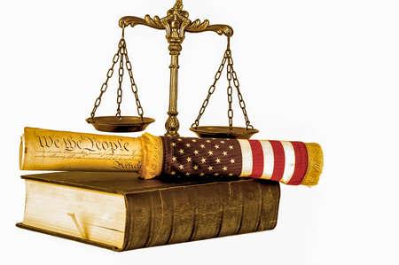 constitucion: Constitución de Estados Unidos, balanza de la justicia, la bandera y el libro viejo aislado en blanco, tono sepia