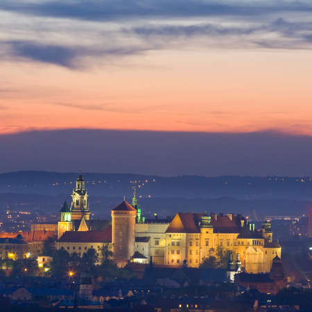 クラクフ、ポーランドの夜景