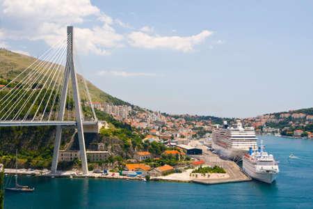 pont dans la ville côtière de Dubrovnik en Croatie