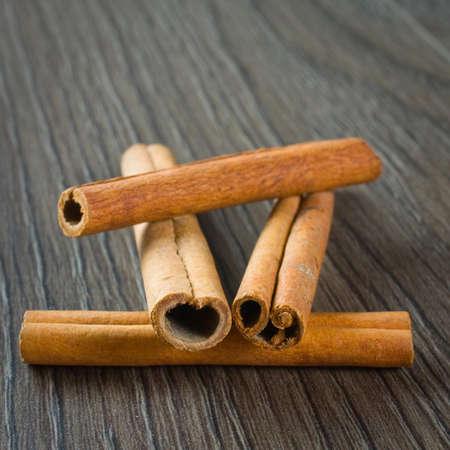 cinnimon: Cinnamon sticks in scoop