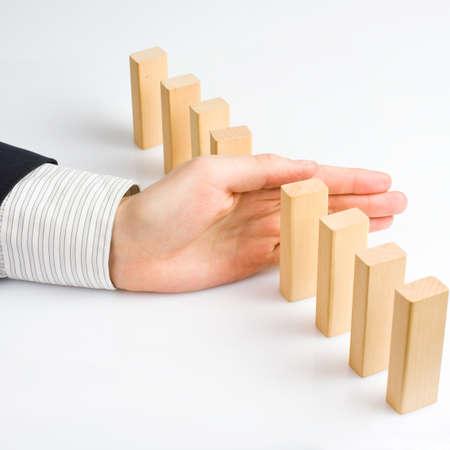 ドミノ効果を停止して問題を解決のための概念