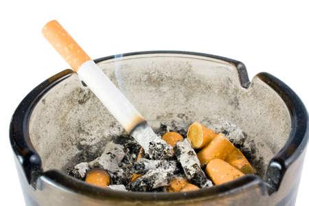 tabaco: cenicero sobre fondo blanco Foto de archivo