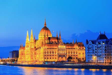 夜景ブダペストの国会議事堂 写真素材