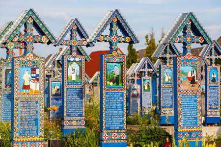 SAPANTA、ルーマニア - 04 7 月、2015、メリー Sapanta 墓地のルーマニア、マラムレシュ地方。これらの墓地は、ルーマニアと世界で一意です。