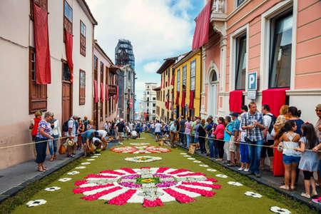 ラ ・ オロタバ、テネリフェ島、スペイン - 2015 年 6 月 11 日: コーパス クリスティの祭典はテネリフェ島の最も深く根ざしている伝統の一つ
