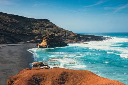 エル湾、ランサローテ島、スペインで緑色のラグーン