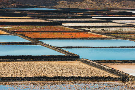サリナス ・ デ ・ Janubio、ランサローテ島、スペインの島で岩塩坑 写真素材 - 77440291