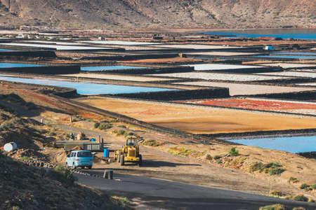 サリナス ・ デ ・ Janubio、ランサローテ島、スペインの島で岩塩坑 写真素材 - 79373607