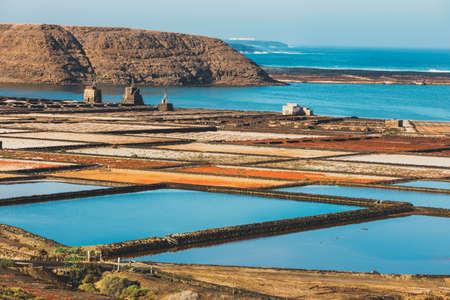サリナス ・ デ ・ Janubio、ランサローテ島、スペインの島で岩塩坑 写真素材 - 79289619