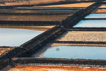 サリナス ・ デ ・ Janubio、ランサローテ島、スペインの島で岩塩坑 写真素材 - 81309000