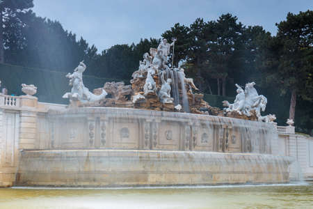 Vienna, Austria, October 14, 2016: Fountain in the garden in Schonbrunn Palace in Vienna, Austria Zdjęcie Seryjne - 128080732