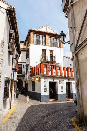 Granada, Spain, April 06, 2018: Traditional arabic architecture of Andalusia, Albaicin Moorish medieval quarter, Granada, Spain Zdjęcie Seryjne - 128137643