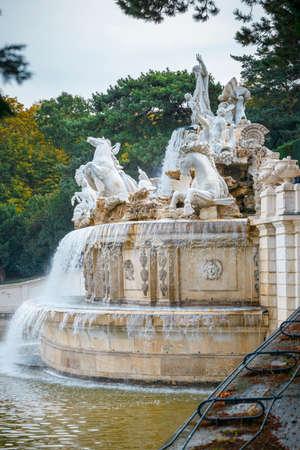 Vienna, Austria, October 14, 2016: Fountain in the garden in Schonbrunn Palace in Vienna, Austria Zdjęcie Seryjne - 128137669