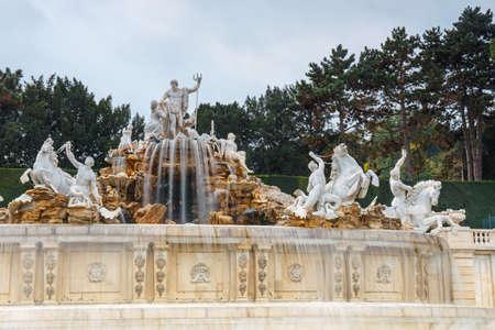 Vienna, Austria, October 14, 2016: Fountain in the garden in Schonbrunn Palace in Vienna, Austria Zdjęcie Seryjne - 128137825