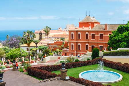 La Orotava, Tenerine, Spain, June 11, 2015: Unknown tourists visit the tropical botanical gardens in La Orotava town, Tenerife, Canary Islands Zdjęcie Seryjne - 128137827
