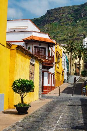 Garachico, Tenerife Island, Spain, 08 JUNE 2015: Street of Garachico Town on Tenerife Island, Canary, Spain Zdjęcie Seryjne - 128137980