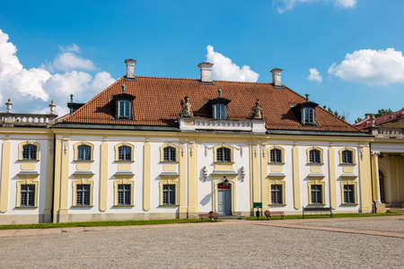 Facade of the Museum of the History of Medicine and Pharmacy in Branicki Palace, Poland Zdjęcie Seryjne - 128670911