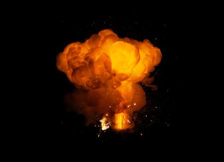Explosion de feu réaliste, couleur orange avec des étincelles isolées sur fond noir Banque d'images - 77458619