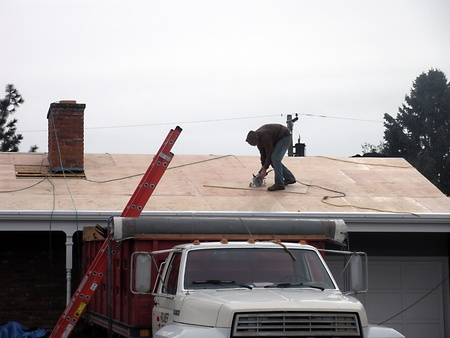 editoiral: LEWISTONIDAHOUSA _ Male contructions worker working on roof  may new job creation in Idaho state 4 March 2011