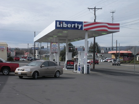 LEWISTONIDAHOUSA _ Rising gasoline price in world  among United States too, female pumping gas at Libberty gas station 9 March 2011