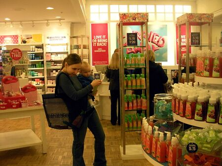 LEWISTONIDAHOUSA _ Shoppers  at bath and body 20 March 2011        Editorial