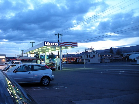 LEWISTONIDAHO STATE USA _  RISING GAS PRICE AT LIBERTY GAS STATION  28 MARCH 2011
