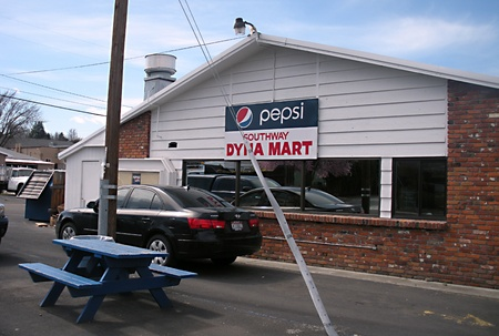 LEWISTONIDAHO STATE USA _ Pepsi billoard with southway Dyna Mart  5 March 2011