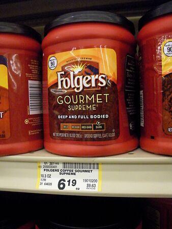 Lewiston  IDAHO STATE  USA _ Folger caff� bevitore prezzi bassi al mercato alimentare sicuro modo super 26 Agosto 2011