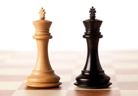 king: Imposible situaci�n - dos reyes de ajedrez que se colocan uno al lado del otro