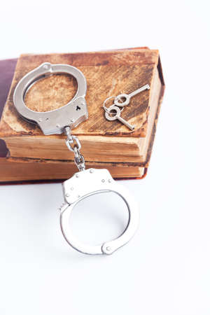 penal: Handcuffs and the old Penal Code
