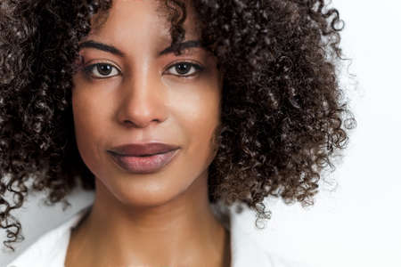 portrait of an attractive afro woman looking to camera with copy space on the right 版權商用圖片