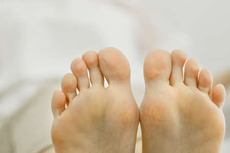 Two feet of a woman pressed against each other. Toes close-up, foot partially visible. Close-up Banque d'images