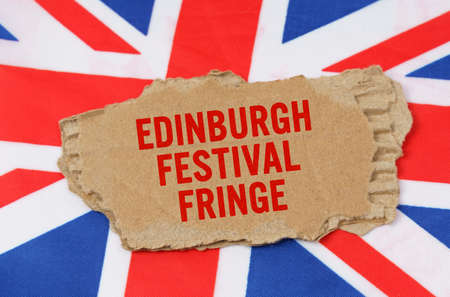 Holidays of the UK. Against the background of the flag of Great Britain lies cardboard with the inscription - Edinburgh Festival Fringe Banque d'images