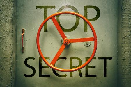 Top geheim opschrift op de hermetische deur