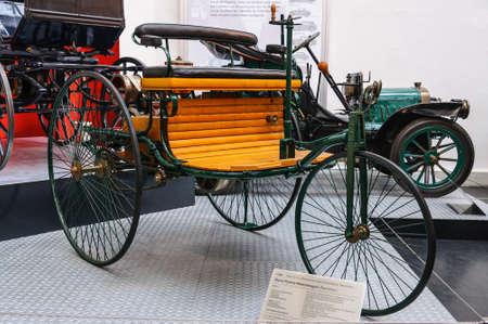 DRESDEN, DEUTSCHLAND - MAI 2015: Benz Patent-Motorwagen 1886 in Dresden Transport Museum am 25. Mai 2015 in Dresden, Deutschland