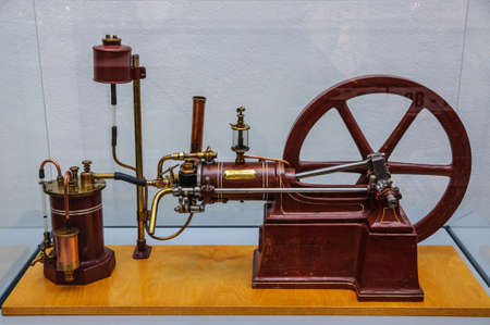 alternateur: DRESDEN, GERMANY - MAI 2015: cylinder four-stroke gasoline engine Gustav Schuermann 1888 in Dresden Transport Museum on Mai 25, 2015 in Dresden, Germany