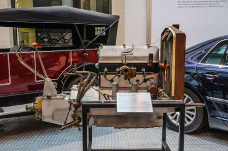 alternateur: DRESDEN, GERMANY - MAI 2015: Motor Simson Supra SO cylinder four-stroke gasoline engine in Dresden Transport Museum on Mai 25, 2015 in Dresden, Germany �ditoriale