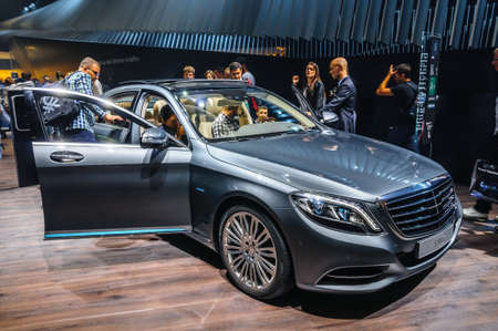 20 s: FRANKFURT - SEPT 2015: Mercedes-Benz S 500 e presented at IAA International Motor Show on September 20, 2015 in Frankfurt, Germany