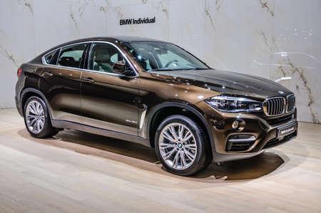 FRANKFURT - September 2015: BMW X6 xDrive40d präsentiert auf IAA am 20. September 2015 in Frankfurt am Main, Deutschland Standard-Bild - 47025790
