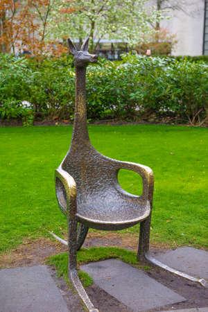 Kangaroo metalic chair in Keukenhof park, Lisse, Holland, Netherlands Lizenzfreie Bilder
