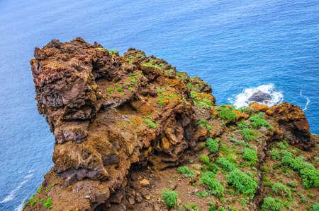 在加那利群岛的特内里费岛的岩石海滩。