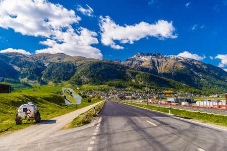 Road with Alps mountains, Samedan, Maloja Graubuenden Switzerland Standard-Bild - 133545225