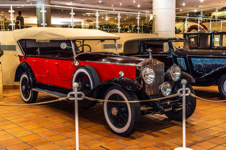 FONTVIEILLE, MONACO - JUN 2017: red ROLLS-ROYCE in Monaco Top Cars Collection Museum. Stok Fotoğraf - 128620139